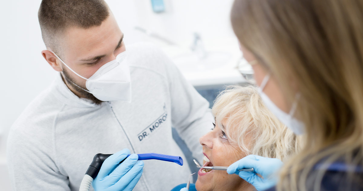 Mit Zahnschmerzen sofort zum Zahnarzt Warum Schmerzmittel nicht die beste Wahl sind