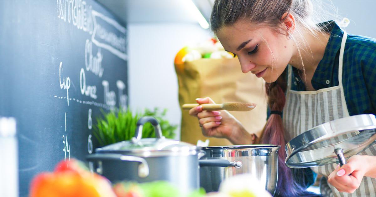 Ernährung und Verhalten - Frau die kocht