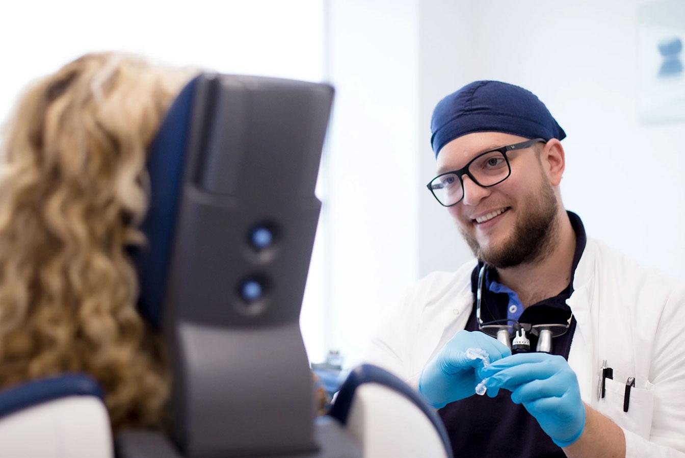 Vermessungsschiene Hilfe bei craniomandibulärer Dysfunktion (CMD): TENS Therapie und K7 Funktionsanalyse