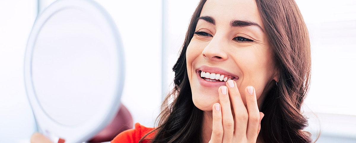 Mit einem professionellen Zahnbleaching können Sie sich den Traum von strahlend weißen Zähnen ganz einfach erfüllen.